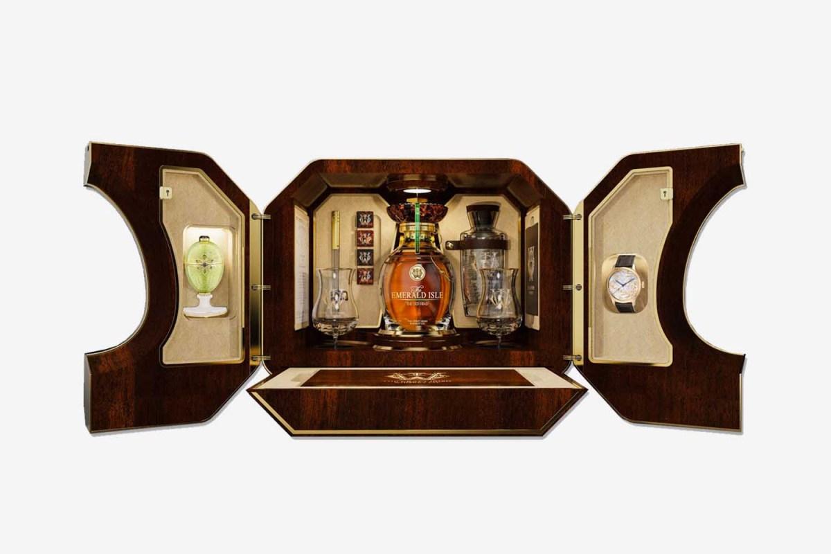 Emerald Isle Collectible Whiskey Set