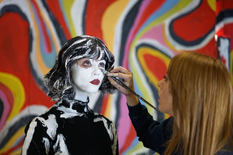 alexa meade paints alli harvard for dreamy dimensions