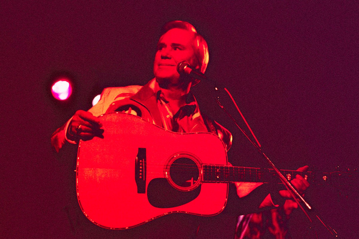 American country music star George Jones (1931-2013) performs at Tramps, New York, New York, Thursday, November 12, 1992.