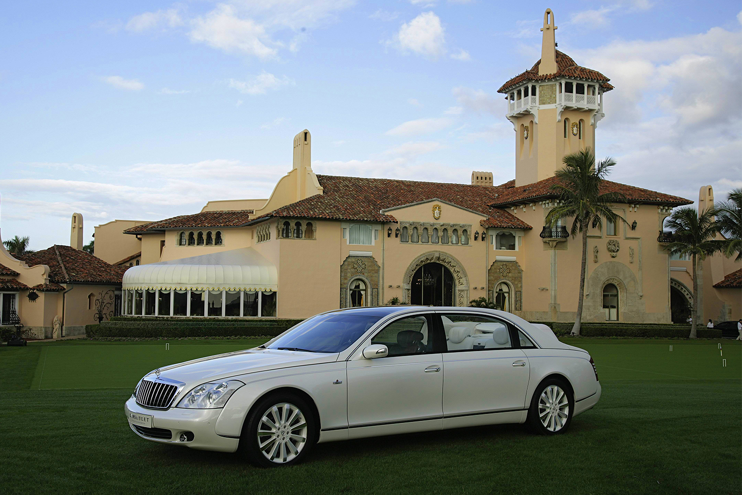 A Maybach Landaulet car in front of Mar-a-Lago in 2007