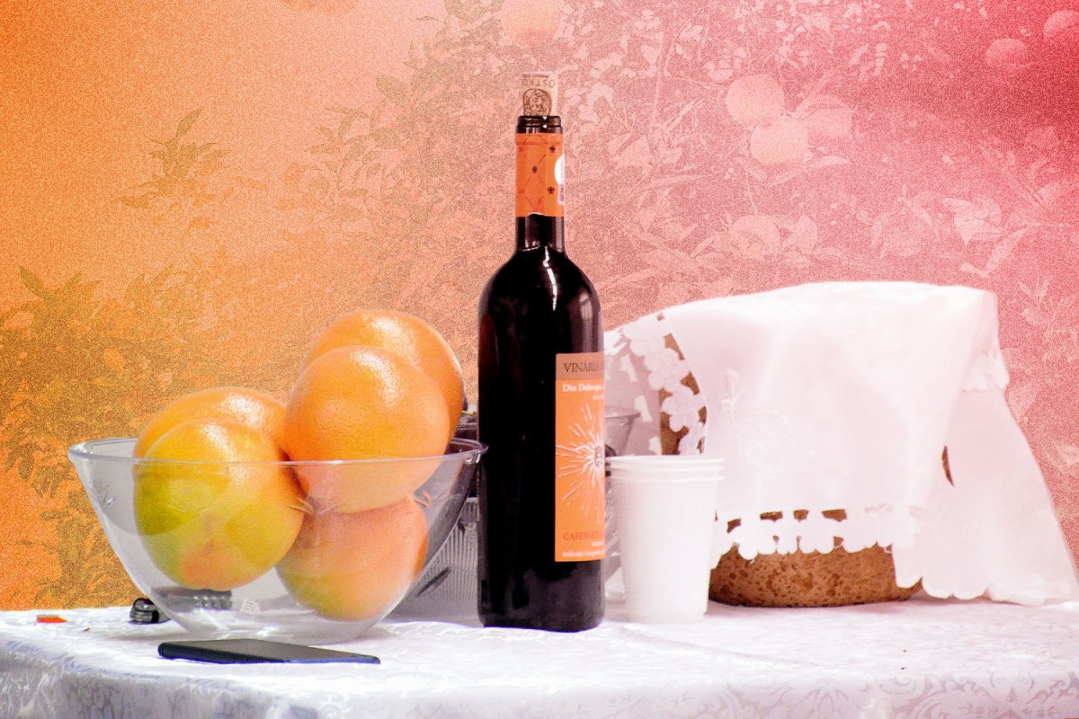 the ingredients to vin de pamplemousse, including grapefruit and wine