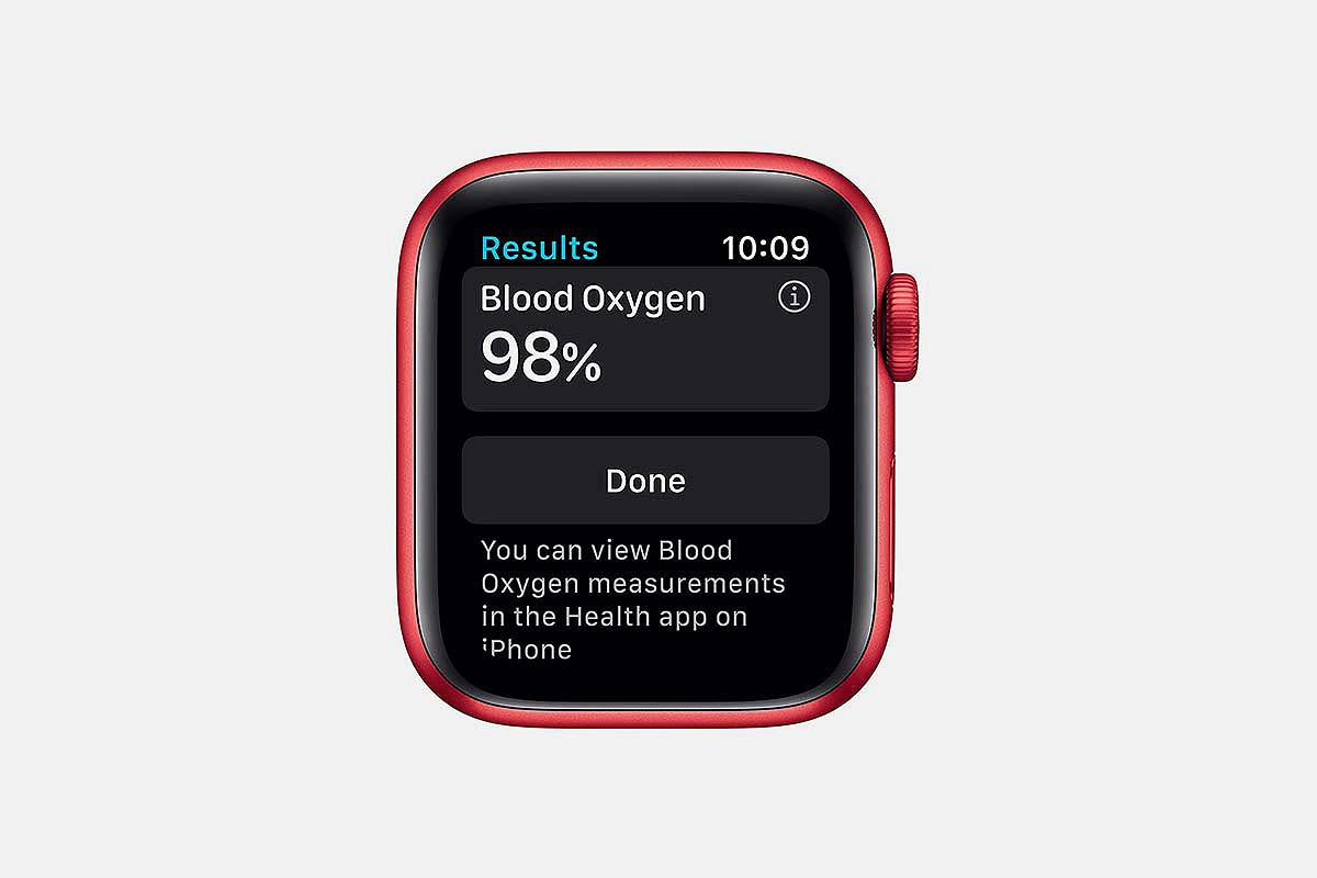 close-up of the blood oxygen monitor on the Apple Watch Series 6