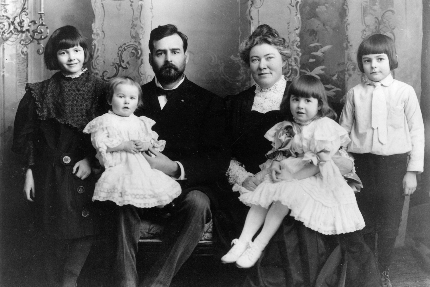 Early picture of Hemingway with his family, including Grace.