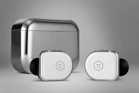 Master & Dynamic MW08 charging case and earbuds