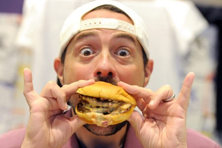 Kevin Smith eating a burger