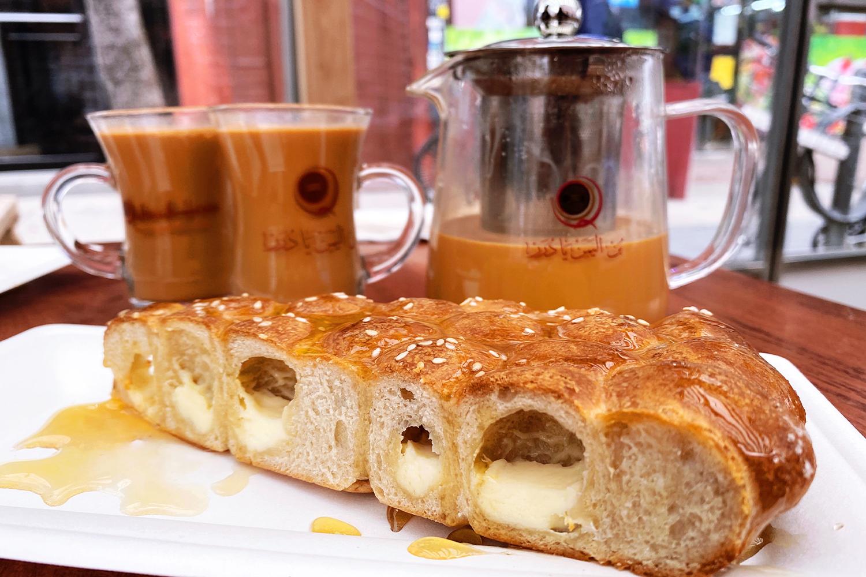 Adeni chai and khaliat alnahl