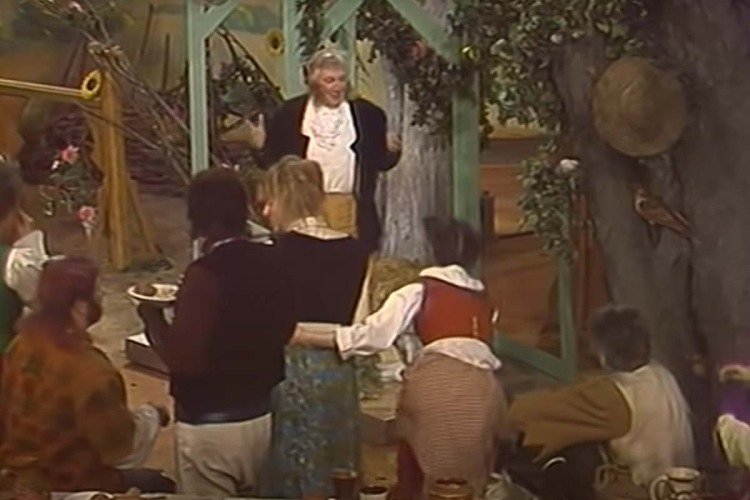 """Bilbo Baggins addresses his birthday party in """"Khraniteli,"""" a Russian language adaptation of """"The Lord of the Rings"""" from 1991"""