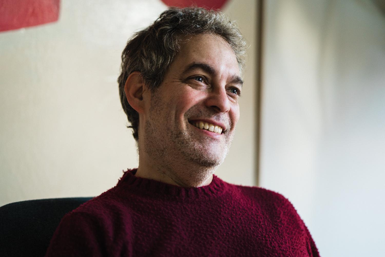 Headshot of author Ian Kerner smiling