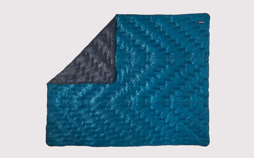 Patagonia Macro Puff Quilt Camping Blanket in blue