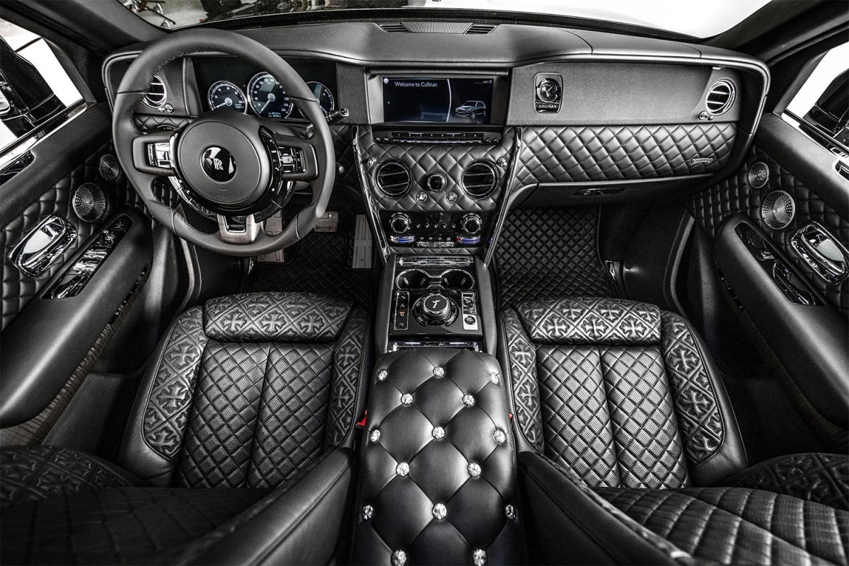 The front two seats of Drake's new Rolls-Royce Cullinan made with Chrome Hearts
