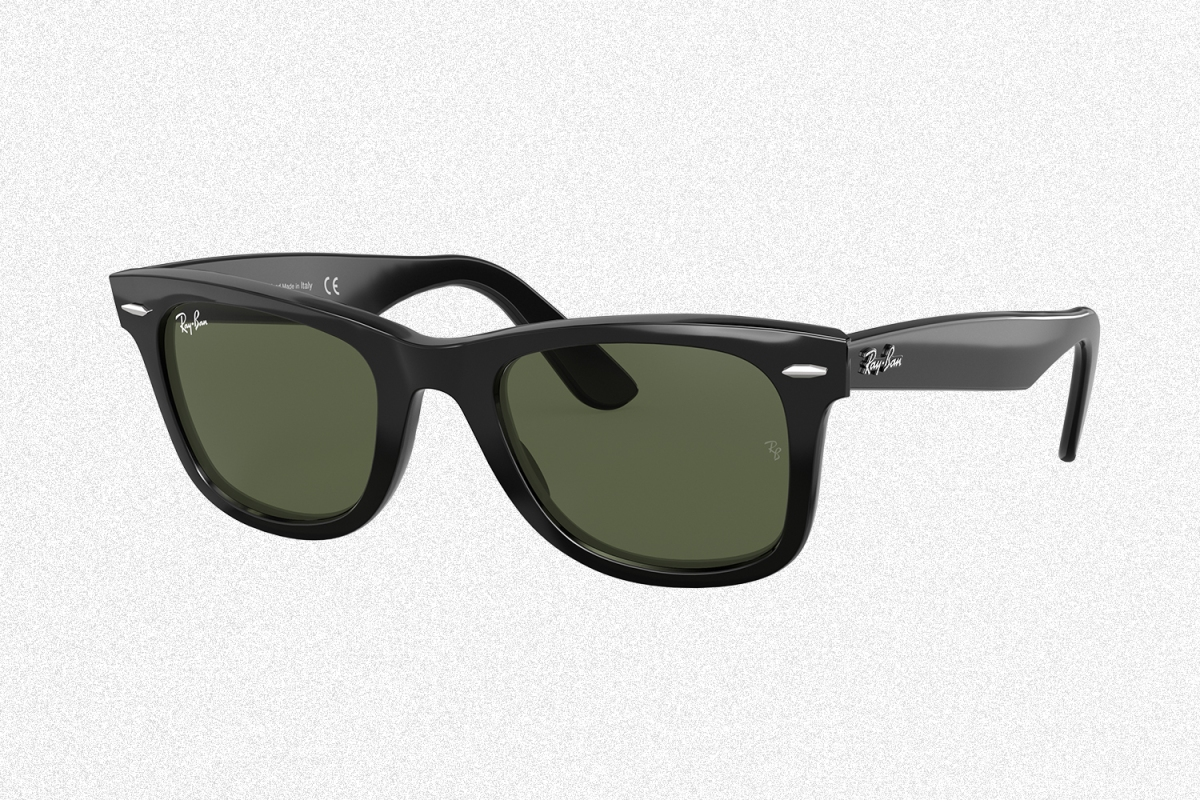 Ray-Ban Wayfarer sunglasses in black with polarized lenses