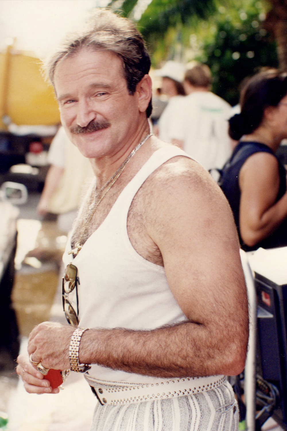 """Robin Williams on the set of """"The Birdcage"""" in 1995 in Miami Beach"""