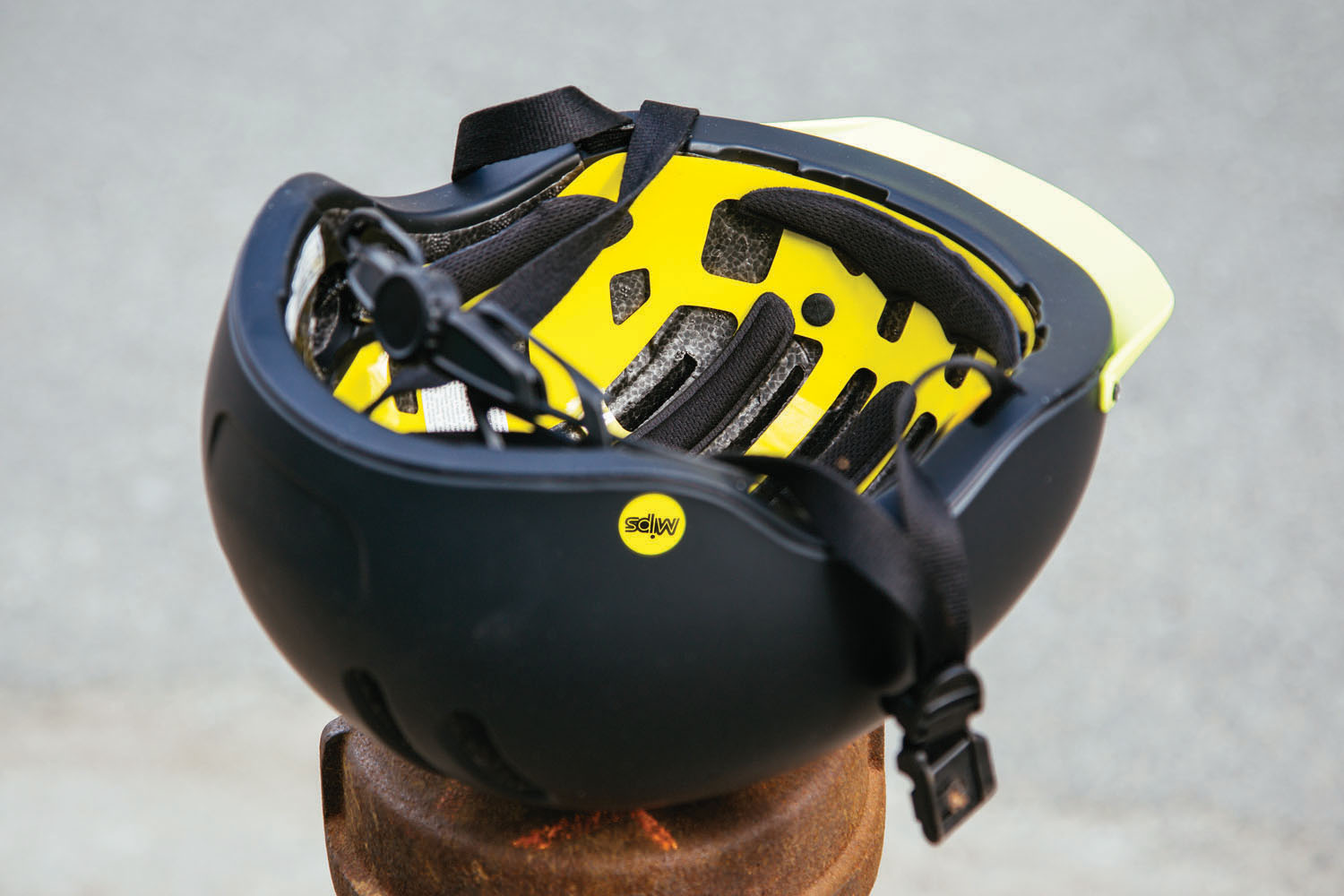 Thousand Chapter Helmet showing MIPS Technology