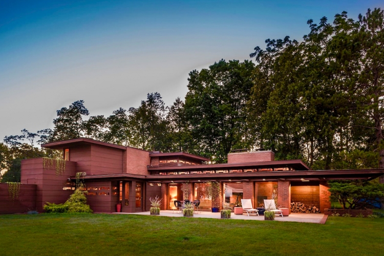 Frank Lloyd Wright's Life Magazines Dream House is one of the best Airbnbs on Lake Michigan in 2021. This rental is pictured at dusk on Lake Michigan