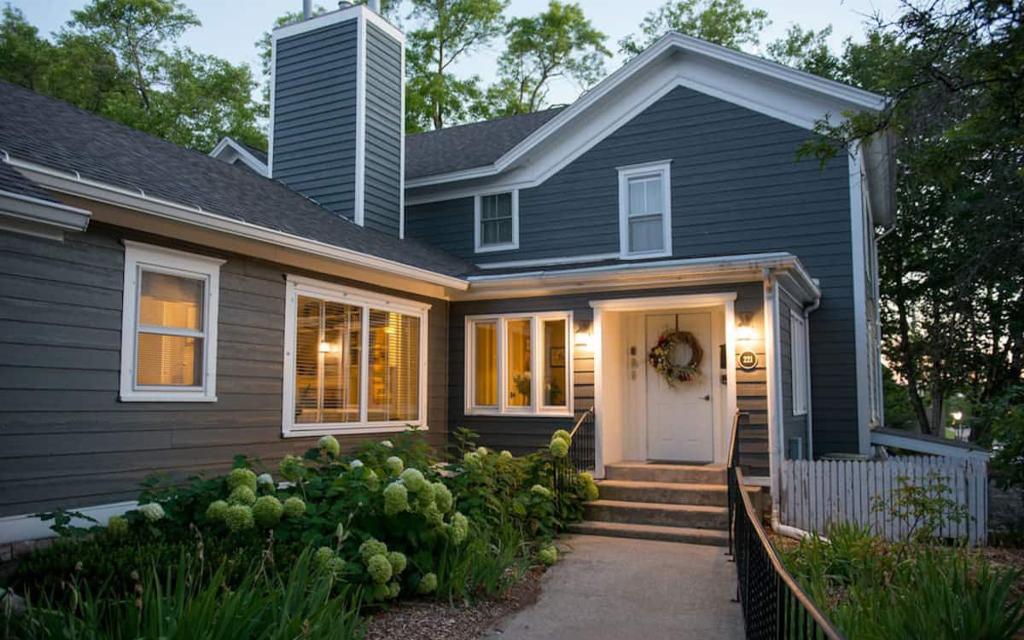 Postcard Suite Airbnb on Lake Michigan