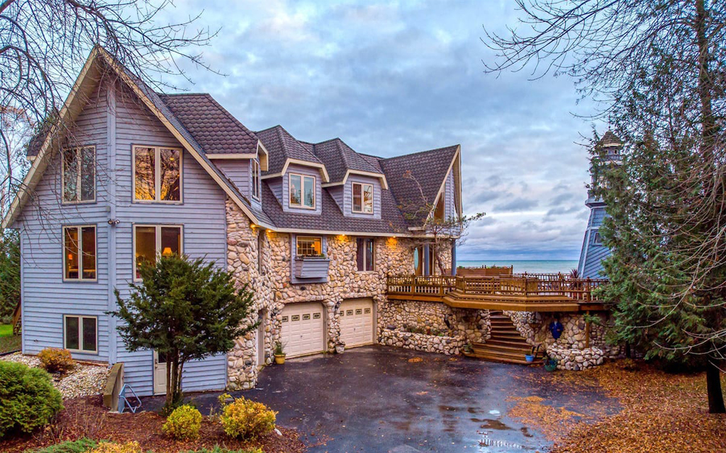 Luxurious Lighthouse Manor Airbnb on Lake Michigan