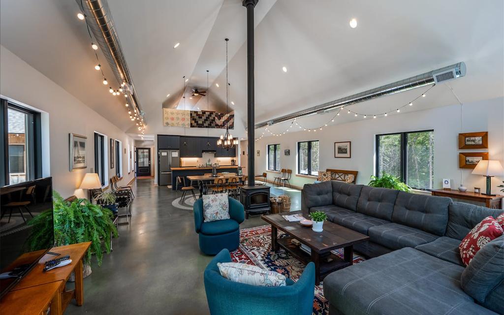Winding Down Retreat Airbnb on Lake Michigan