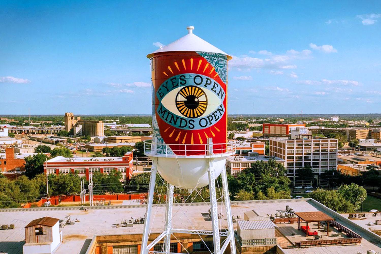 """Shepard Fairey's mural """"Eyes Open, Minds Open"""" in Dallas"""
