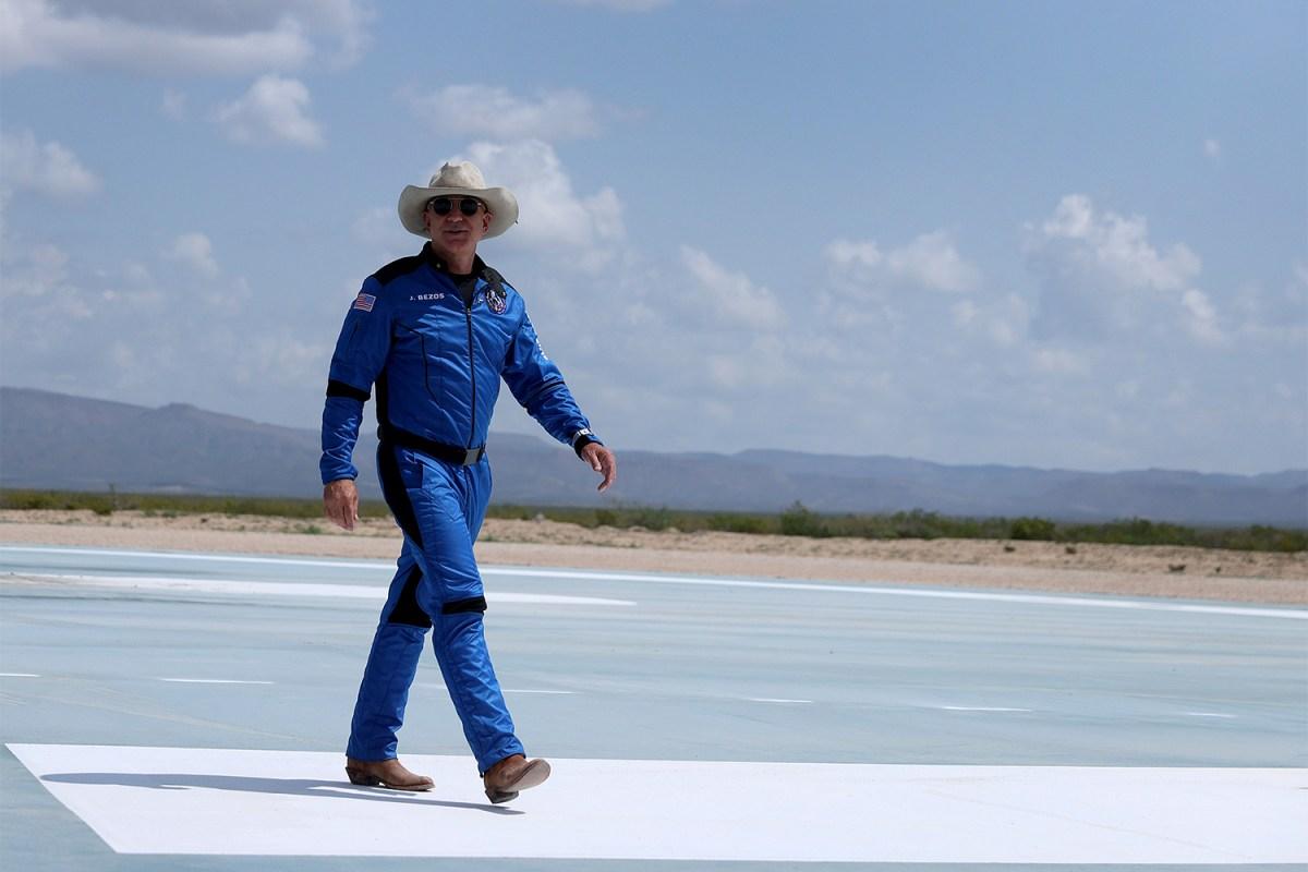 Jeff Bezos wearing a cowboy hat for Blue Origin space launch