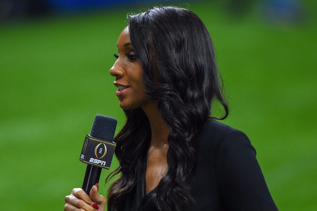 Maria Taylor reports from the sideline