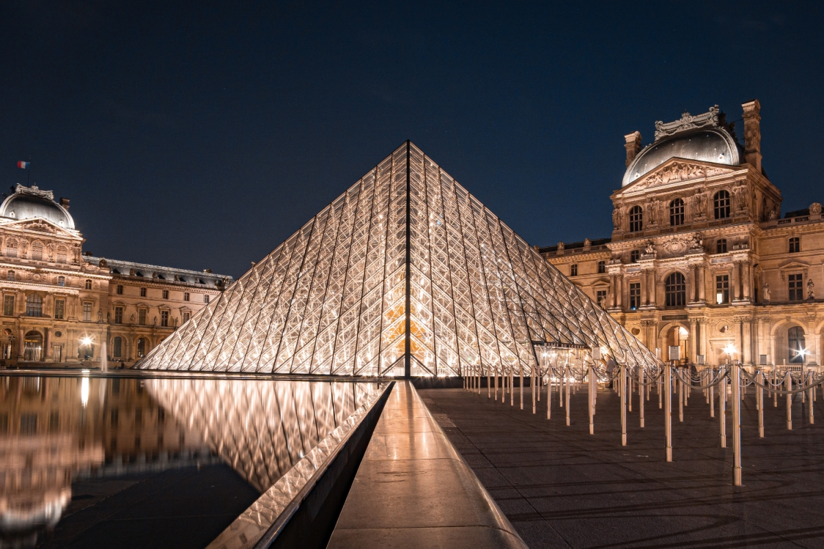 the louvre lit up at night