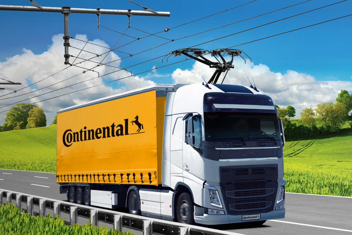 An electric truck on an electrified highway with a pantograph from Siemens and Continental. It could be the future of trucking.