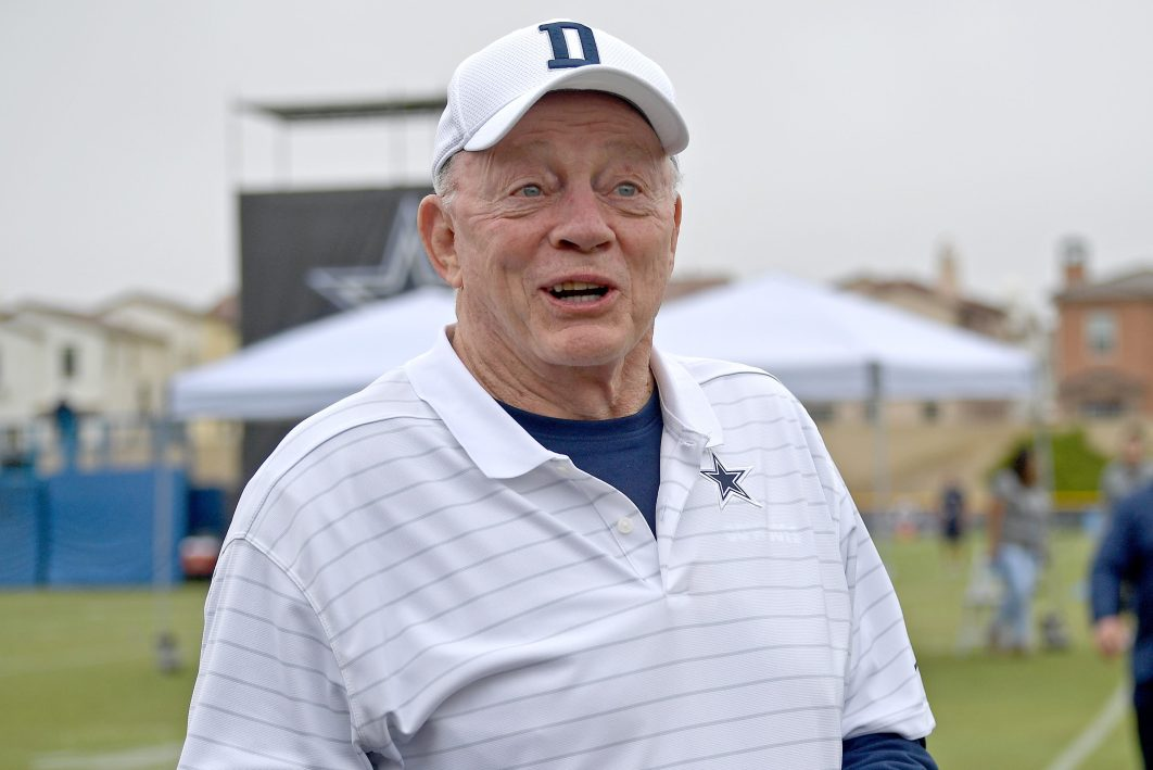 Dallas Cowboys owner Jerry Jones welcomes fans
