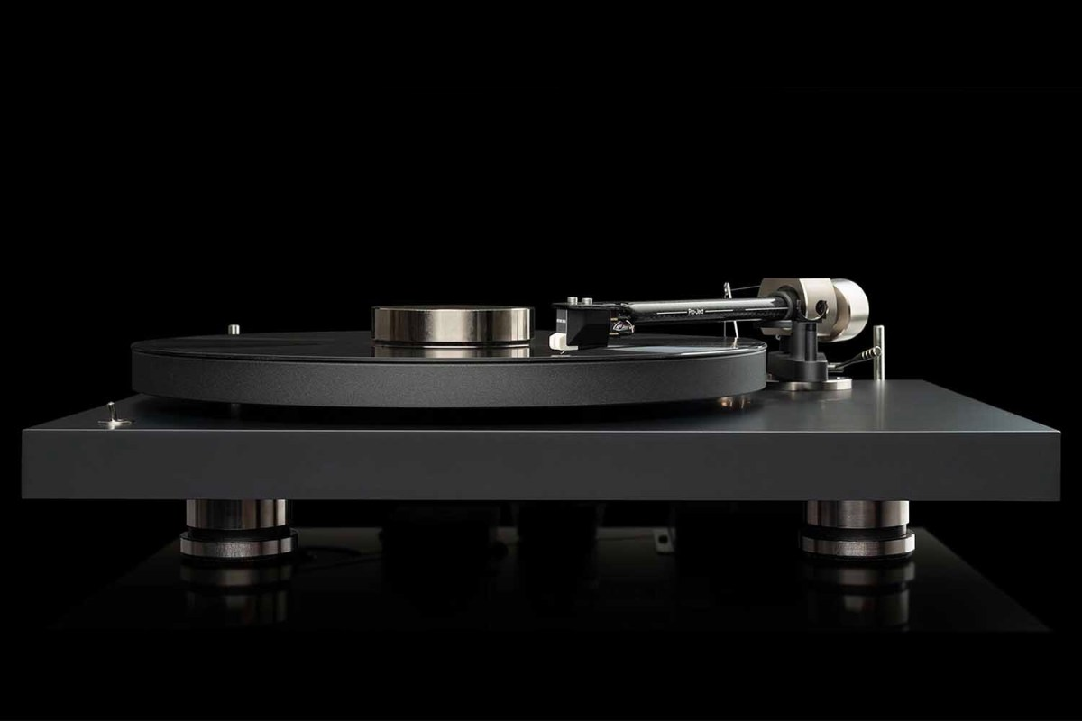 A profile shot of the Pro-Ject Debut PRO