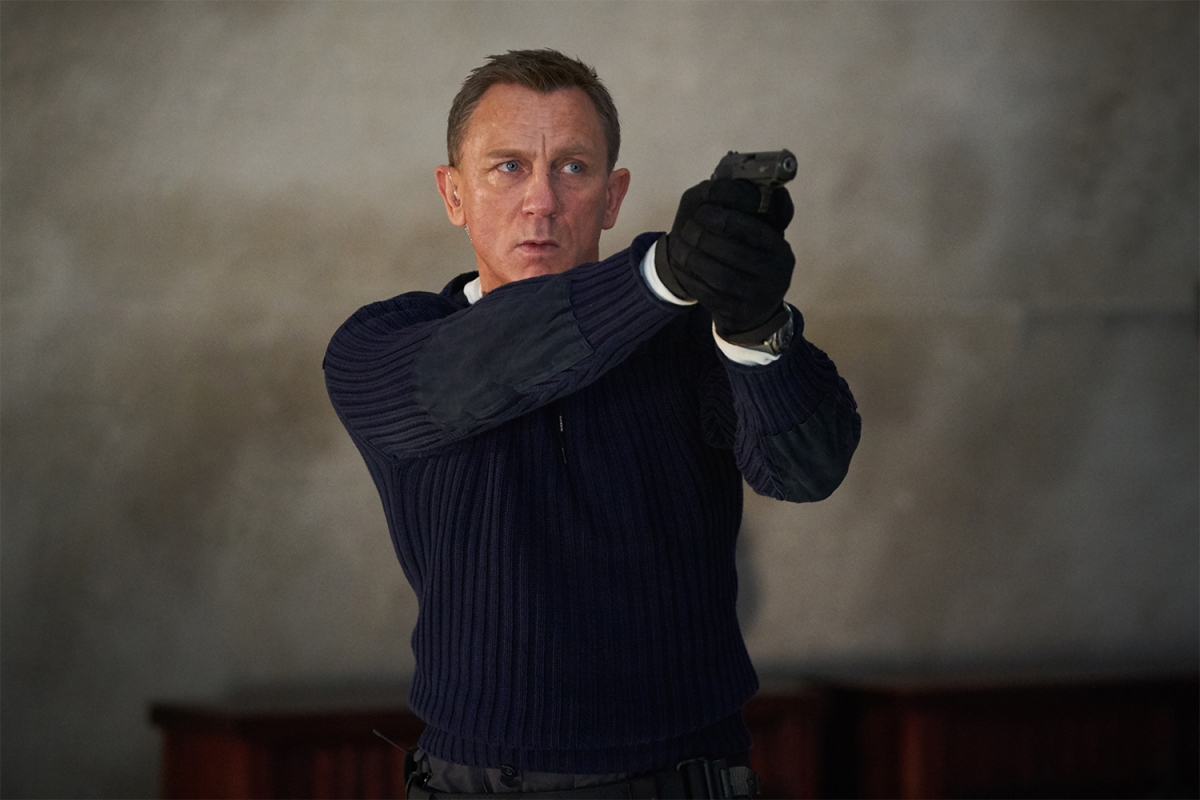 """Daniel Craig pointing a gun as James Bond in the latest 007 movie """"No Time to Die"""""""